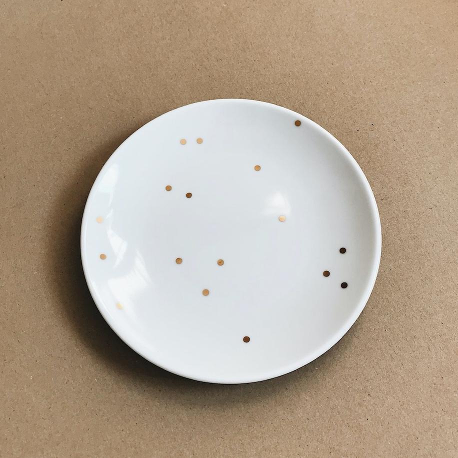 talerzyk biały w kropki
